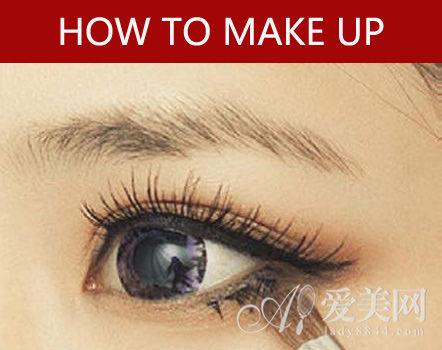 STEP 3:涂抹下眼影