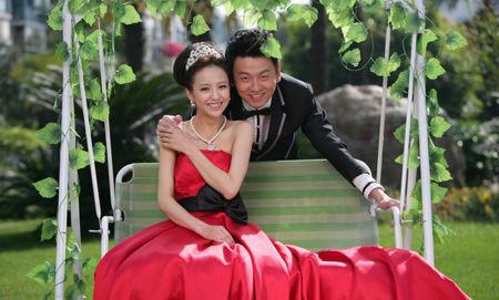 红色抹胸长裙