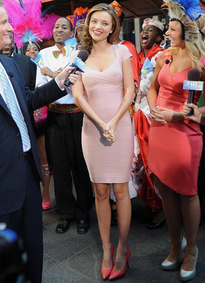 粉色绷带裙