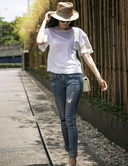 LOOK6:T恤+九分牛仔裤