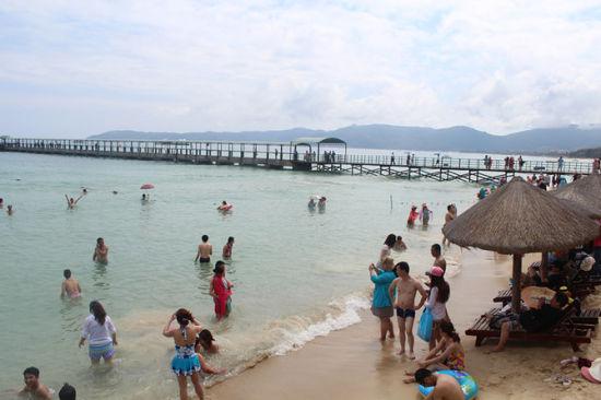 亚龙湾的沙滩