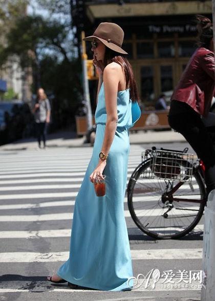 水蓝色长裙