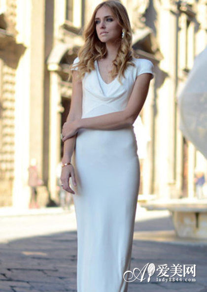 白色修身长裙