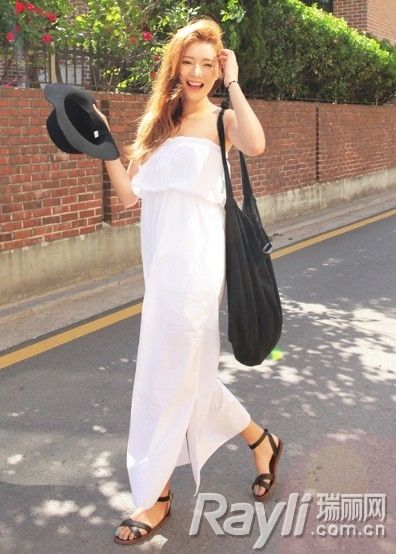 白色抹胸连身长裙