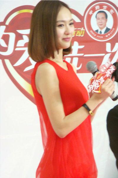 红色雪纺连衣裙
