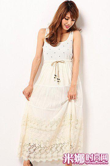 6连身长裙,靠近裙摆部分泛起淡淡米黄色,更具层次感。
