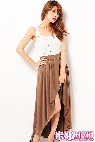 前短后长的不对称下摆长裙,修饰腿部线条,看起来更加灵动性感。