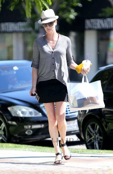 查理兹·塞隆 (Charlize Theron) 西好莱坞外出购物