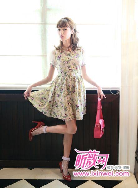 印花图案连衣裙是今季最受欢迎的单品