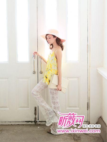 超长款式阔腿裤打造微熟修身装扮