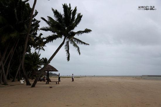 东郊的椰林出名,即便台风,也有人慕名前来。