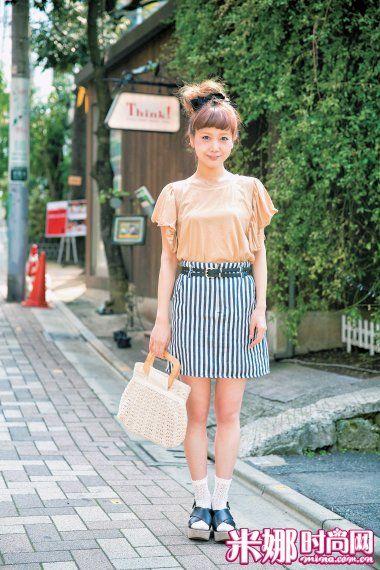 T恤×短裙