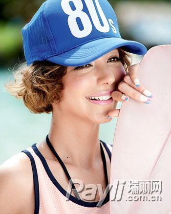动感S卷波波头搭配海蓝色棒球帽