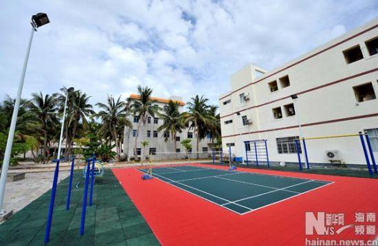 这是三沙市永兴岛的一处运动场(7月5日摄)