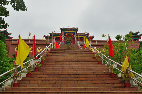 金山寺前的阶梯(摄影:老江海)