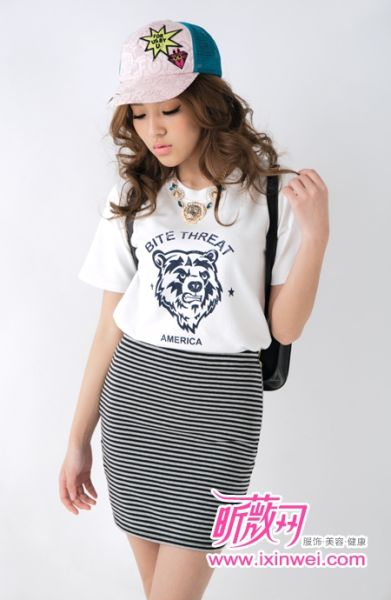 与时尚T恤搭配轻松时尚散发动感魅力