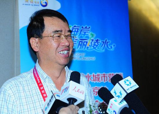 海南省省长助理、省旅游委发展委员会主任陆志远先生接受记者采访