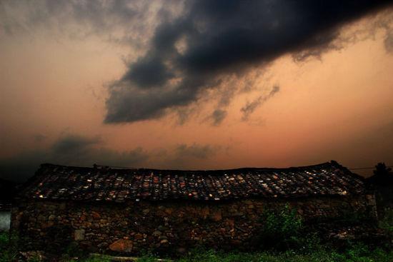 晚霞下的石峡村