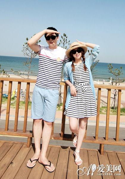 搭配Tips:条纹+天蓝色外套连衣裙