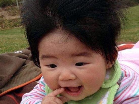 英摄影师打造宝宝狂野发型秀