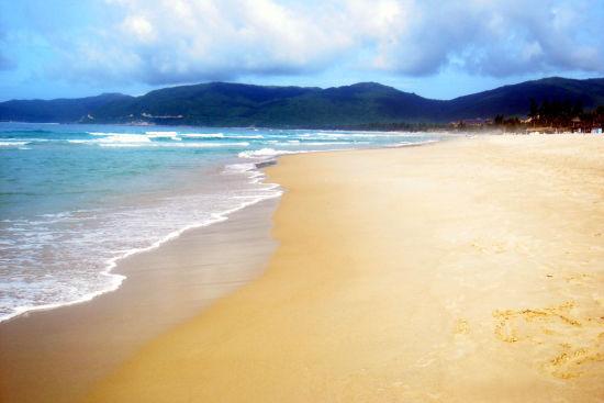 这里有金黄沙滩
