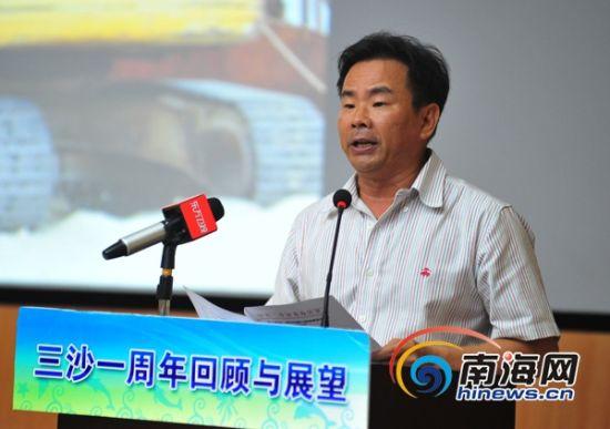 三沙市委书记、市长肖杰回顾了三沙一年来的建设发展情况。(三沙新闻网记者李庆芳摄)