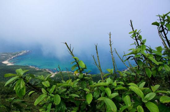 铜鼓岭的海是美丽的蓝绿色