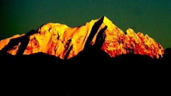 与海螺沟冰川森林公园并称为姐妹沟,是贡嘎山国家风景名胜区的重要