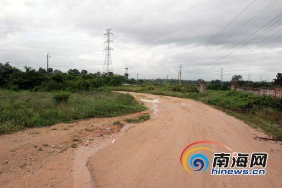 乐东县黄流镇金鸡岭公路直达莺歌海盐场 (南海网记者陈望 摄)