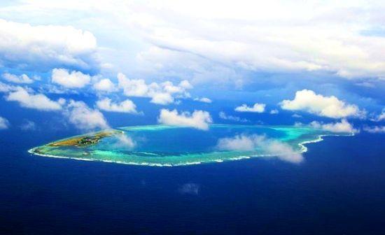 鸟瞰弹丸礁,就像一颗漂亮的蓝色眼睛壤在南海之上