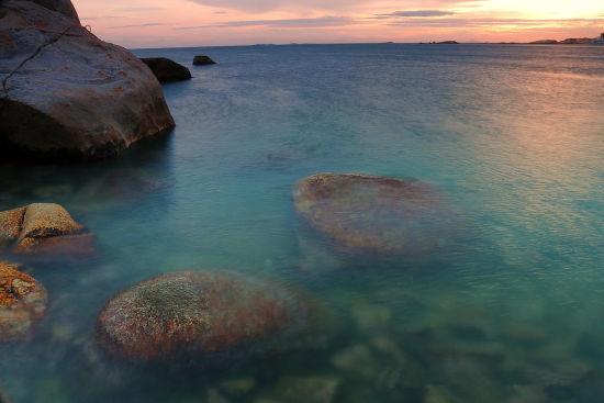 清澈见底的海水