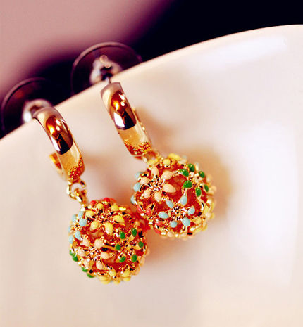 鲜艳的色彩,圆润的几何造型,非常的甜美可爱。