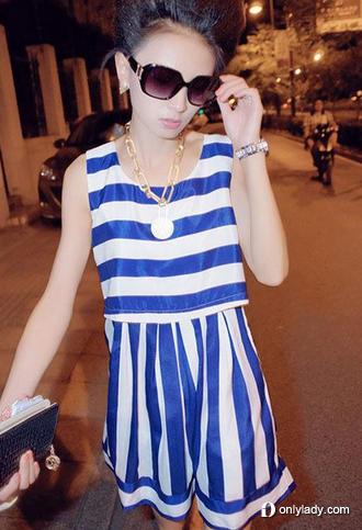 水手条纹高腰连衣裙