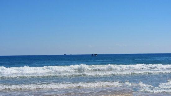 不像其他的热门海滩清水湾的海滩是寂静空旷的