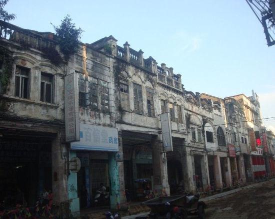 博爱路上的部分建筑已经年代十分久远了