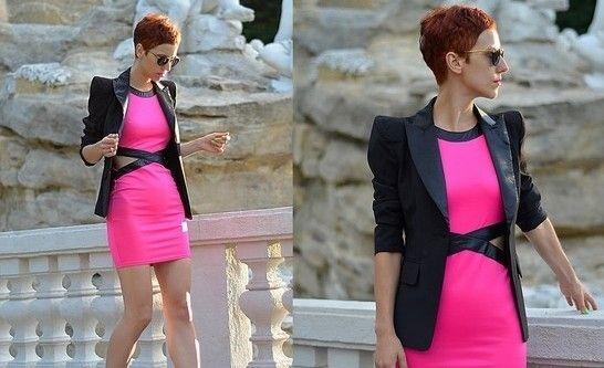 荧光粉色包身裙打造完美曲线