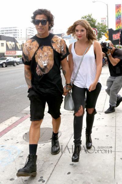 当地时间7月21日,艾什莉·本森 (Ashley Benson) 好莱坞外出看演唱会。