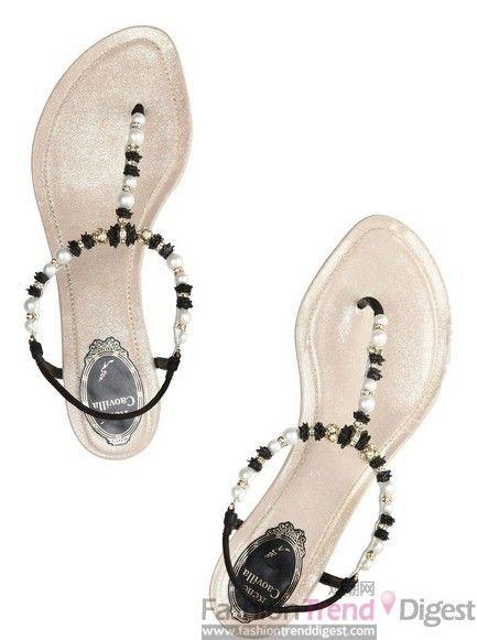 RENé CAOVILLA施华洛世奇水晶缀饰绒面革凉鞋,$710。