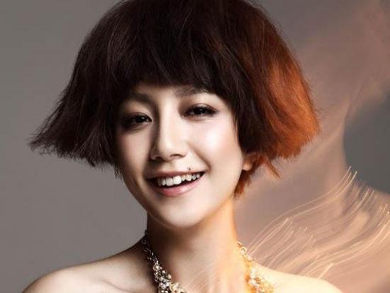 吕青橙李倩演绎摇滚萝莉
