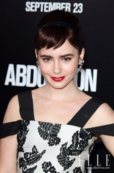Lily Collins (24岁)