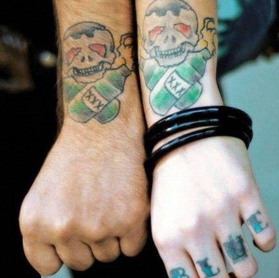 情侣示爱的另类纹身图片