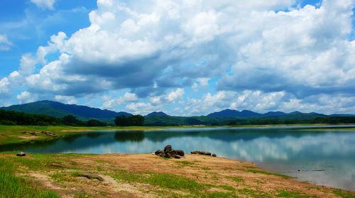 木色湖旅游度假风景区以两湖为中心