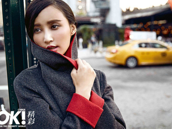 张歆艺纽约街头演绎直率风首登《OK》封面