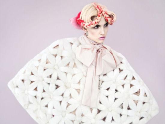 《时尚芭莎》俄罗斯11月版超模演绎圣诞风情