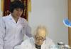 97岁医生坐诊
