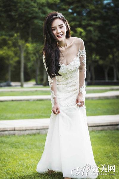 杨幂刘恺威微博幸福晒婚讯 甜美婚纱造型盘点