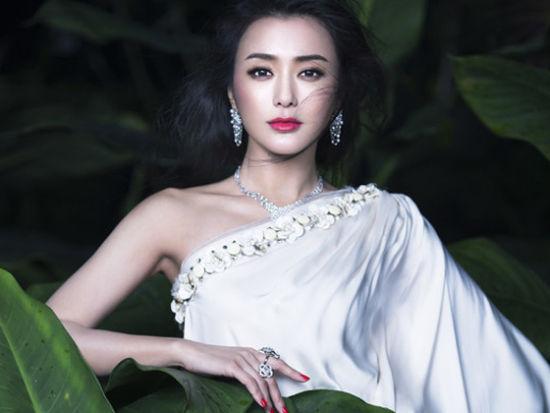 《时尚新娘》三月刊封面