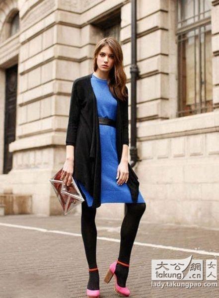 蓝色束腰连衣裙