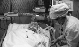 躺在ICU病房的卢业香老人