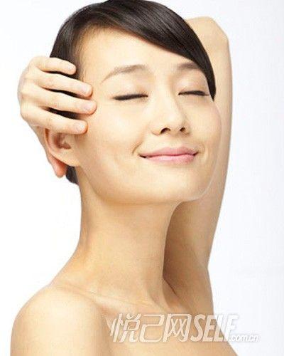 """二、耐心细致地保养颈部,减少""""颈纹"""""""